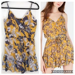 Trixxi Clothing Company floral romper size large